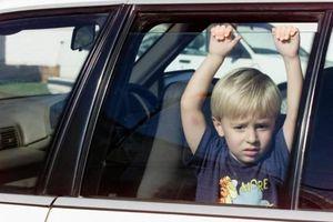 Kỹ năng giúp trẻ thoát hiểm trên ô tô