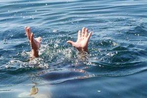 Rủ nhau đi tắm hồ, ba trẻ bị đuối nước