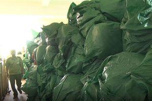 Quảng Bình: Bắt xe tải chở hơn 16 tấn hàng nước ngoài cấm nhập khẩu