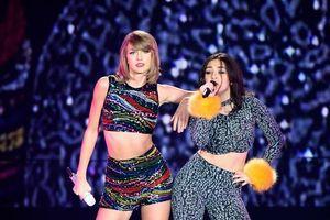 Điều gì đã khiến Charli XCX gọi các fan của Taylor Swift là những đứa trẻ 5 tuổi?