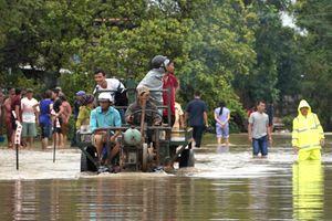 Mưa khủng khiếp ở Đắk Lắk, hàng trăm nhà dân chìm trong biển nước