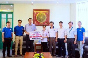 Nữ sinh người Mông được Trường ĐH Khoa học Thái Nguyên trao học bổng 'khủng'