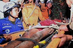 Giải cứu người đàn ông Campuchia mắc kẹt giữa vách đá suốt 4 ngày