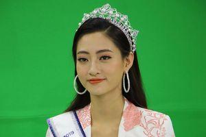 Hoa hậu Lương Thùy Linh mở lại Facebook cá nhân sau khi đăng quang