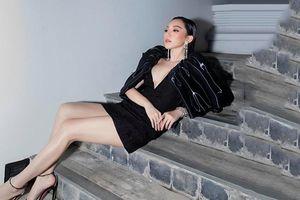 Tóc Tiên đẹp nghẹt thở trong chiếc đầm đen siêu ngắn, khoe gần trọn thềm ngực