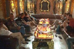TP. Hồ Chí Minh: Phát hiện hàng chục nam, nữ nghi sử dụng ma túy trong nhà hàng