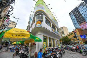 Hàng trăm thương hiệu chen nhau ở ngã 6 nhộn nhịp nhất Sài Gòn