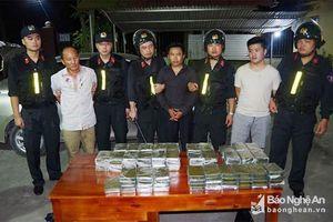 Bắt 5 đối tượng vận chuyển 120 bánh heroin từ Lào vào Việt Nam