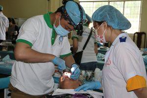 Bệnh viện Trường ĐH Trà Vinh chữa răng miễn phí cho người dân