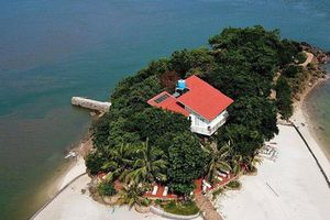 Hàng loạt biệt thự trái phép trên vịnh Bái Tử Long