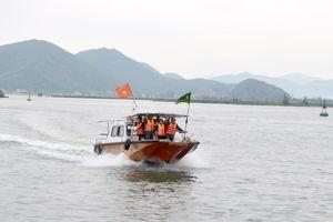 Một thuyền câu của ngư dân Nghệ An bị giông lốc đánh chìm