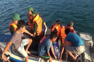 Tiếp nhận 6 thuyền viên bị chìm tàu trên vùng biển Quảng Bình
