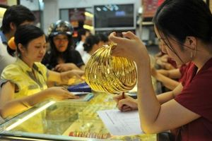 Giá vàng hôm nay 9/8: Đồng USD đi lên, giá vàng vẫn tăng không ngừng
