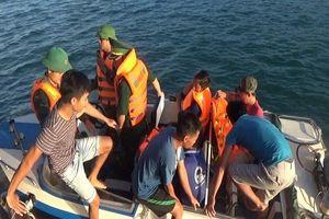 Quảng Bình: Tiếp nhận 6 thuyền viên bị chìm tàu lên bờ an toàn