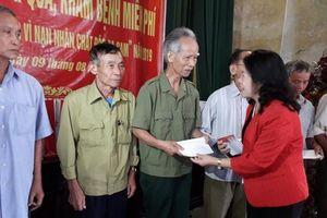 Hội Chữ thập đỏ Việt Nam thăm, tặng quà các nạn nhân chất độc da cam tại Nam Định