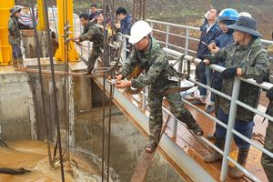 Chưa xử lý được sự cố kẹt van xả tại đập thủy điện Đắk Kar