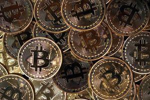 Giá tiền ảo hôm nay (10/8): Vì sao giá vàng và Bitcoin 'tăng điên cuồng'?