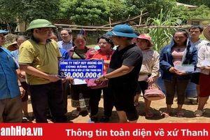 Công ty TNHH Thép Huy Hoàng Gia (TP Hồ Chí Minh) trao tặng 350 triệu đồng cho nhân dân huyện Quan Sơn khắc phục thiệt hại do mưa lũ