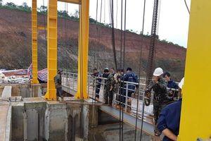 Khắc phục xong sự cố kẹt van xả lũ ở thủy điện Đắk Nông