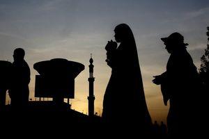 Tín đồ Hồi giáo khóc khi hành hương tới núi thiêng ở Saudi Arabia