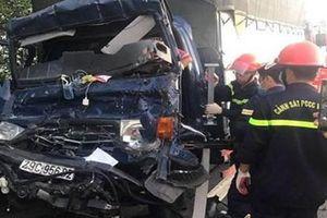 Tông đuôi xe container, tài xế xe tải tử vong trong cabin