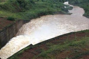 Nhà máy thủy điện Đắk Sin 1 bị cô lập do sạt lở đất nghiêm trọng