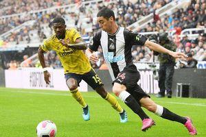 Aubameyang tỏa sáng, Arsenal nhọc nhằn vượt qua Newcastle