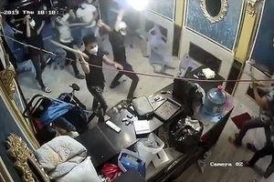 Nhà hàng ở Sài Gòn bị nhóm côn đồ bịt mặt đập phá tanh bành
