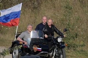 Tin ảnh: Putin làm điều rất giản dị