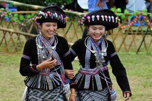 Độc đáo trang phục truyền thống của phụ nữ Lự Lai Châu