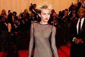 Ngắm Miley Cyrus thay đổi style trước và sau khi cưới Liam Hemsworth