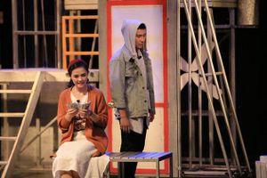 Thu Quỳnh của 'Về nhà đi con' thử sức trên sân khấu thời trang
