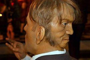 Bí ẩn người đàn ông có gương mặt thứ 2 sau gáy