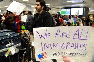Mỹ sẽ không cấp quốc tịch cho người nhập cư hưởng phúc lợi xã hội