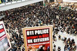 Sân bay Hongkong đóng cửa vì hàng ngàn người biểu tình