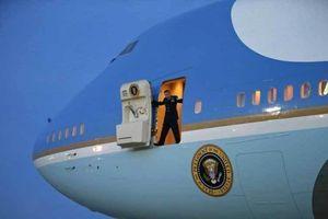 Cặp máy bay ông Trump ra sức mặc cả đội giá chóng mặt
