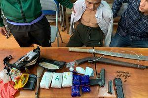 Cảnh sát Nghệ An bắt trùm ma túy chống trả với lượng 'khủng' dao súng như thế nào?