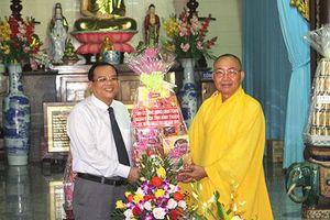 Lãnh đạo tỉnh Bình Thuận thăm, tặng quà nhân Đại lễ Vu Lan