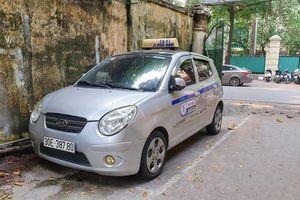 Tài xế taxi nhận kết 'đắng' khi chặt chém khách Tây