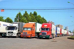 Ùn tắc hàng trăm xe thanh long ở Cửa khẩu Lào Cai