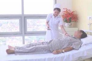 So sánh giá giường bệnh dịch vụ 4 triệu với phòng khách sạn hạng sang là khập khiễng