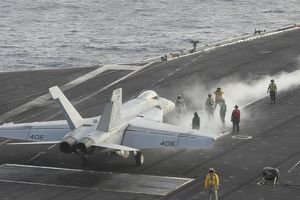 Chỉ huy tàu sân bay Mỹ nói sẽ 'có mặt ở eo biển Hormuz' ngay khi cần