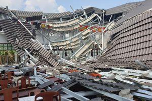 Hậu Giang: Hội trường khu hành chính xây 15 tỉ sập mái sau vài tháng sử dụng