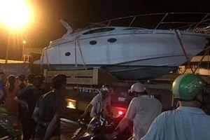 'Giải cứu' xe container mắc kẹt, phụ xe tử vong thương tâm