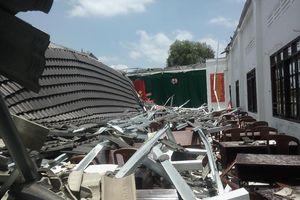 Hậu Giang: Hội trường Ủy ban bất ngờ đổ sập sau 8 tháng khánh thành