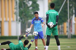 Thầy Park cho thủ môn U22 Việt Nam tập bắt penalty