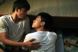 'Thưa mẹ con đi' bị hạn chế suất chiếu: Phim LGBT vẫn chưa thể tạo sức hút tại rạp?