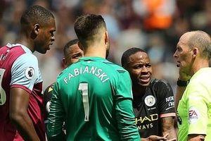 Công nghệ VAR gây tranh cãi sau khi được áp dụng tại Premier League