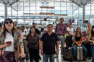 Sân bay Hồng Kông nối lại hoạt động, hành khách bớt lo lắng
