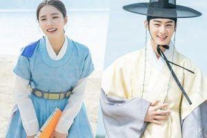 Shin SeKyung, Cha EunWoo trong những khung ảnh hậu trường tuyệt đẹp của 'Nhà sử học Goo HaeRyung'
